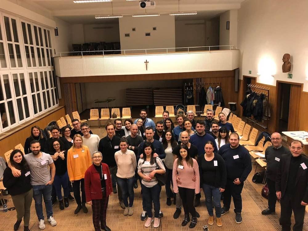 I partecipanti a un corso fidanzati, appartenenti a un gruppo di nuova generazione emigrata a Basilea